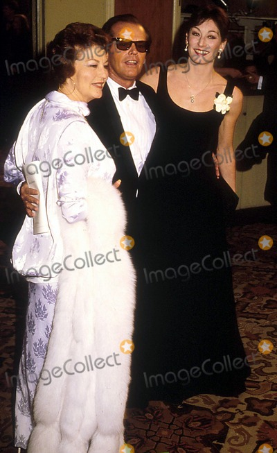 Angelica Huston Photo - Afi Honors John Huston at the Beverly Hills Hilton Hotel Phil Roach Ipol Globe Photos Inc I1137pr Jack Nicholson  Angelica Huston Jack Nicholson Retro