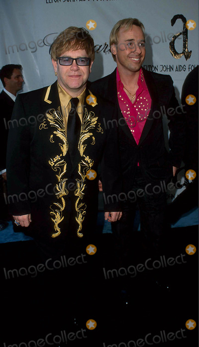 David Furnish Photo - Elton John with David Furnish at Elton Johns in Style Party  California 3-25-2001 I5418sw Photo by Scott Weiner-ipol-Globe Photos Inc