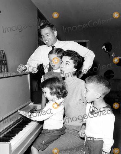 Shirley Temple Black Photo - Shirley Temple Black with Husband Charles Black and Children Lori Linda Susan and Charles Jr 1958 Supplied by Globe Photos Inc