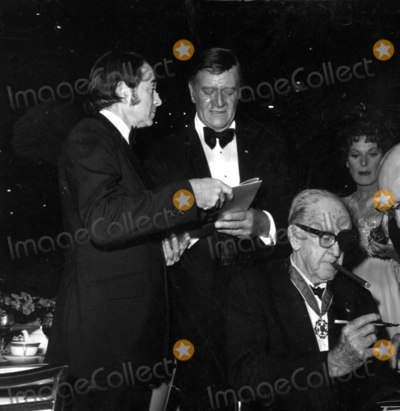 Army Archerd Photo - -1973 A1604 Army Archerd John Wayne and John Ford Photo by Globe Photos