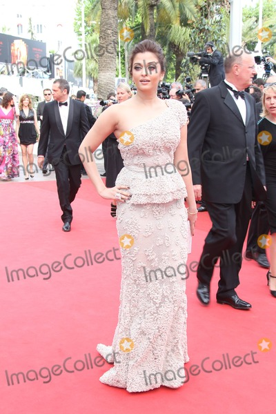 Aishwarya Ray Photo - Indian Actress Aishwarya Rai Bachchan Arrives at Palais Des Festivals During the Opening of the 64th International Film Festival in Cannes France on 11 May 2011 photo Alec michael-globe Photos Inc