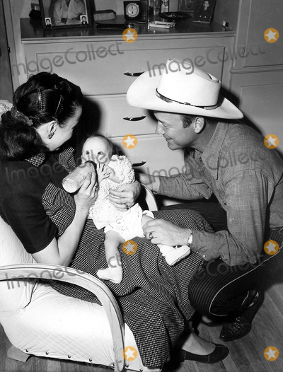 Roy Rogers Photo - Roy Rogers Dale Evans and Their Six Month Old Daughter Robin Elizabeth 1951 Photo by Globe Photos