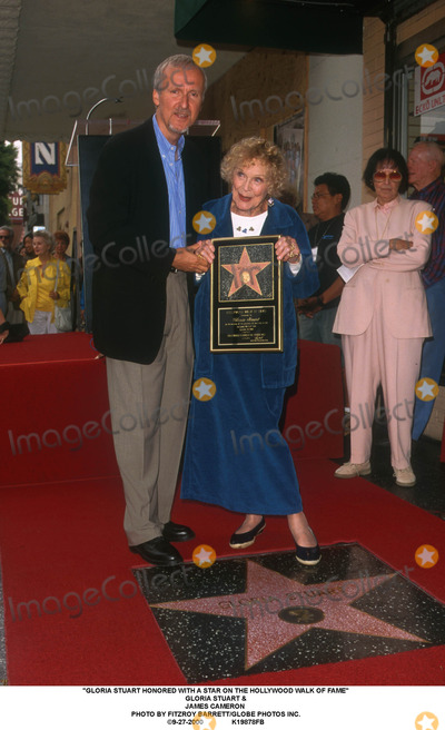 Gloria Stuart Photo - Gloria Stuart Honored with a Star on the Hollywood Walk of Fame Gloria Stuart  James Cameron Photo by Fitzroy BarrettGlobe Photos Inc 9-27-2000