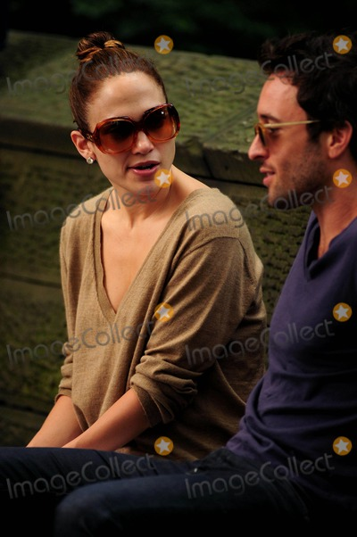 Alex OLoughlin Photo - Jennifer Lopez on the Set of the Back-up Plan Filming in New York City 07-22-2009 Jennifer Lopez and Alex Oloughlin Photo by Ken Babolcsay-ipol-Globe Photos Inc 2009