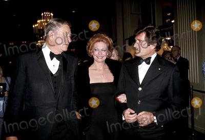 Hugh OBrian Photo - John Wayne Marli Rodinson and Hugh Obrian Photo Bybob NobleGlobe Photos Inc
