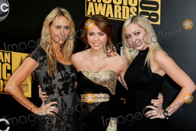 Brandi Cyrus Photo - Leticia Cyrus Miley Cyrus Brandi Cyrus Mother Actress  Sister 2008 American Music Awards Red Carpet Arrivals Nokia Theater Los Angeles CA 11-23-2008 Photo by Graham Whitby Boot-allstar-Globe Photos Inc 2008