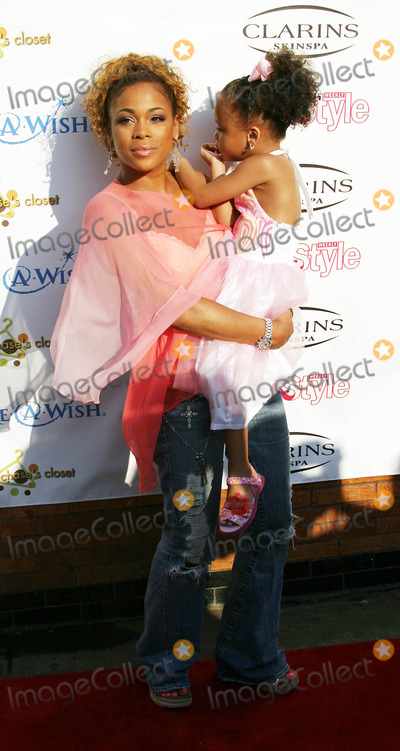 Tionne T-Boz Watkins Photo -  Life and Style Weekly and Make a Wish Foundation  Present Chases Closet Hosted by T Boz at the Park  Penthouse Garden in New York City 8-02-2005 Photo Byrick Mackler-rangefinders-Globe Photos 2005 Tionne  T Boz  Watkins and Daughetr Chase