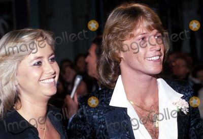 Andy Gibb Photo - Susan George and Andy Gibb 1977 Photo by Bob NobleGlobe Photos