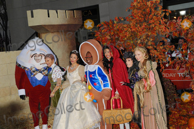 Amy Robach Photo - the Today Shows Annual Halloween Show Outside on Rockefeller Plaza in New York City on 10-31-2008 Photo by Ken Babolcsay-ipol-Globe Photos 2008 Matt Lauer with Meredith Vieira  Ann Curry  AL Roker  Kathie Lee Gifford  Hoda Kotb and Amy Robach