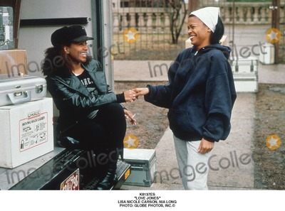 Lisa Nicole Carson Photo - Love Jones Lisa Nicole Carson Nia Long Photo Globe Photos Inc