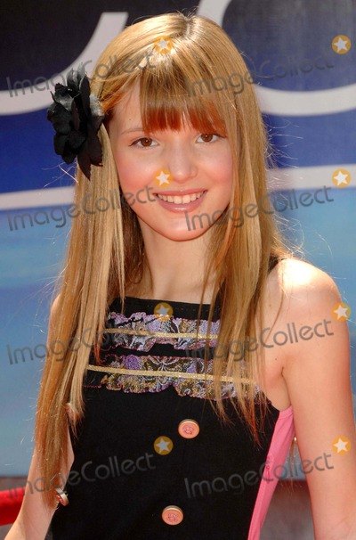 Bella Thorne Photo - Bella Thorne attends the World Premiere of Earth Held at the El Capitan Theatre in Hollywood California on 4-18-09 Photo by David Longendyke-Globe Photos Inc 2009