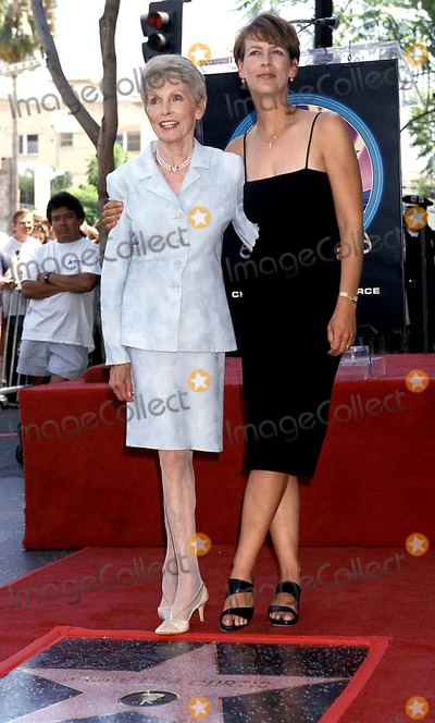 Jamie Lee Curtis Photo - Sd0903 Jamie Lee Curtis and Mother Janet Leigh Hollywood Walk of Fame Photo Bylisa RoseGlobe Photos Inc