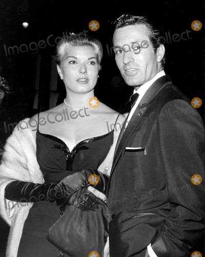 Hugh OBrian Photo - Hugh Obrian and Joan Tabor Supplied by Globe Photos Inc