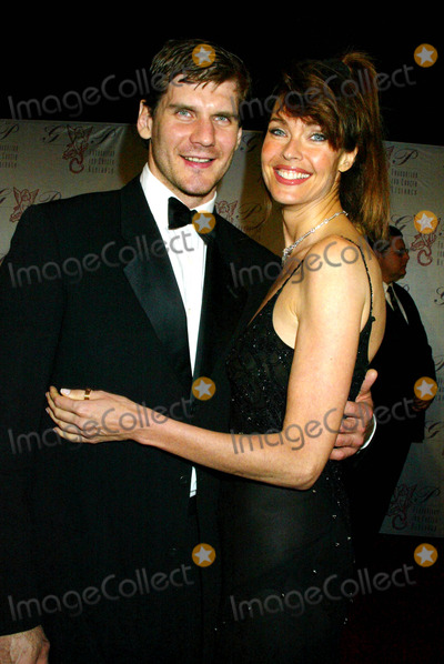 Alexei Yashin Photo - the G  P Foundation For Cancer Research Salutes the World Entertainment and Media at the Angel Ball at the Marriott Marquis  New York City 10272003 Photo by Sonia Moskowitz  Globe Photosinc Carol Alt_alexei Yashin