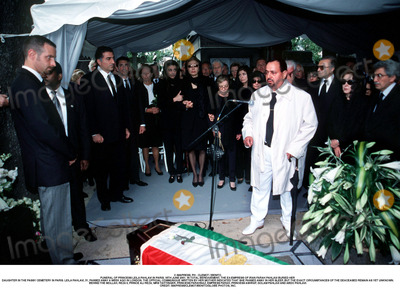 Prince Ali Photo - IMAPRESS PH  CLEMOT  BENITOFUNERAL OF PRINCESS LEILA PAHLAVI IN PARIS 16TH JUNE 2001 IN TOTAL BEREAVEMENT THE EX-EMPRESS OF IRAN FARAH PAHLAVI BURIED HER DAUGHTER IN THE PASSY CEMETERY IN PARIS LEILA PAHLAVI 31 PASSED AWAY A WEEK AGO IN LONDON THE OFFICIAL COMMUNIQUE WRITTEN BY HER MOTHER INDICATED THAT SHE PASSED AWAY IN HER SLEEP BUT THE EXACT CIRCUMSTANCES OF THE DEACEASED REMAIN AS YET UNKNOWNBEHIND THE MOLLAH REZA II PRINCE ALI REZA PRINCESS FARAHNAZ EMPRESS FARAH PRINCESS ASHRAF THE SHAHS TWIN SISTER PRINCESS YASMINE AND ON THE RIGHT ABDO PAHLAVICREDIT IMAPRESSCLEMOTBENITOGLOBE PHOTOS INC