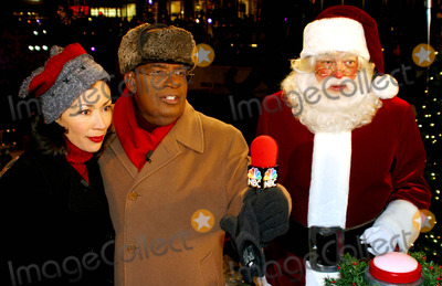 Al Roker Photo - Sd1204 70th Annual Rockefeller Center Christmas Tree Lighting Ceremony in New York City Photo Byrick MacklerrangefinderGlobe Photos Inc 2002 Ann Curry_al Roker_santa Cluas