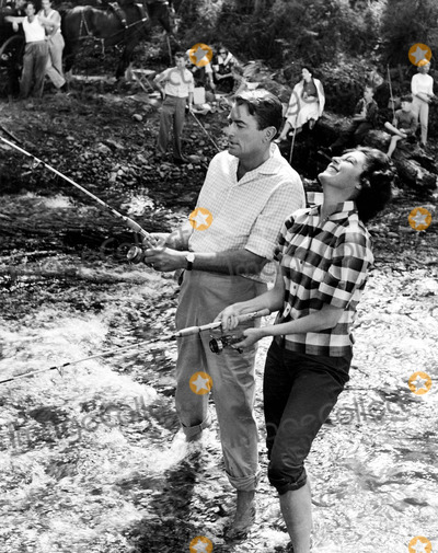 Ava Gardner Photo - Gregory Peck and Ava Gardner Fish While in Australia For the Movie on the Beach 1959 Supplied by IpolGlobe Photos Inc
