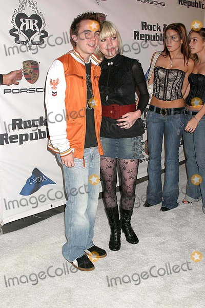 Frankie Muniz Photo - Rock  Republic Love Rocks Fashion Show Spring 2006 Collection - Arrivals Sony Pictures Studios Culver City CA 10-19-2005 Photo Clintonhwallace-photomundo-Globe Photos Inc Frankie Muniz and Jamie Gandy Martina Mcbride