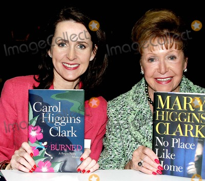 Carol Higgins Clark Photo - Bookexpo of America Jacob Javits Center New York City 06-03-2005 Photo Barry Talesnick-ipol-Globe Photos Inc 2005 Carol Higgins Clark and Mary Higgins Clark