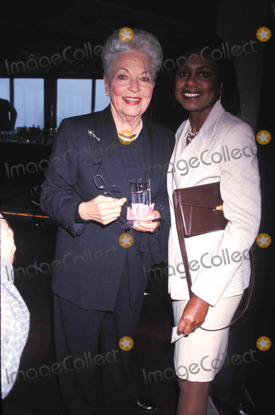 Anita Hill Photo - Citymeals -on-wheels 12 Annual Power Lunch For Women at the Rainbow Room New York City 11-17-1998 Ann Richards and Anita Hill Photo by Rose Hartman-Globe Photos Inc 1998 Annrichardsretro