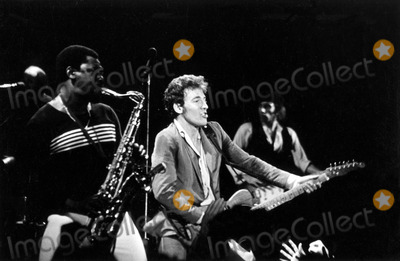 Bruce Springsteen Photo - Bruce Springsteen and the E Street Band at the Paramount Theatre Oakland CA 1979 Gregg MancusoGlobe Photos Inc