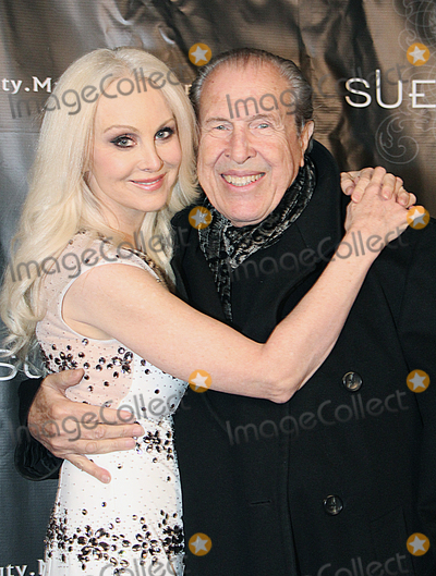Donna Spangler Photo - Donna Spangler arrives at Sue Wongs New Years Eve Fashion Retrospective Installation Fte